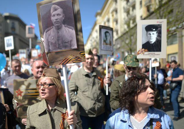 Účastníci akce Nesmrtelný pluk v Moskvě.