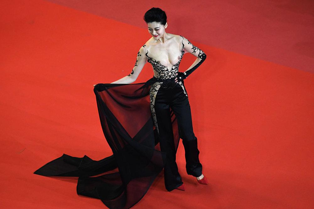 Asijská herečka na festivalu v Cannes
