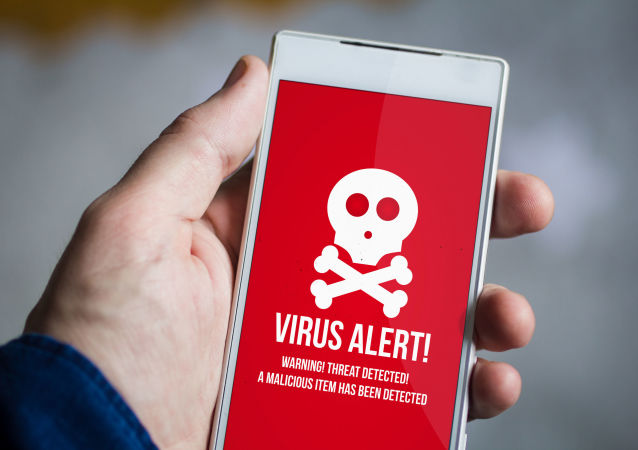 Varování o škodlivém softwaru na chytrém telefonu. Ilustrační foto