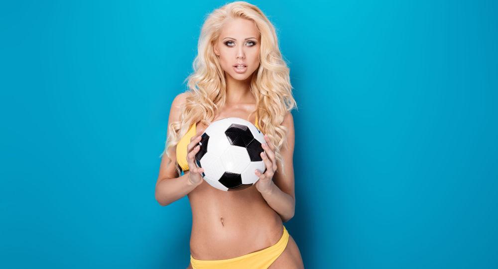 Dívky s fotbalovým míčem