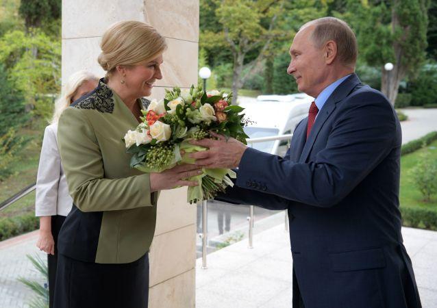 Chorvatská prezidentka Kolinda Grabarová Kitarovićová a ruský prezident Vladimir Putin