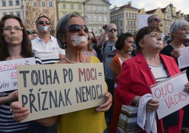Tichá protestní akce proti Babišovi