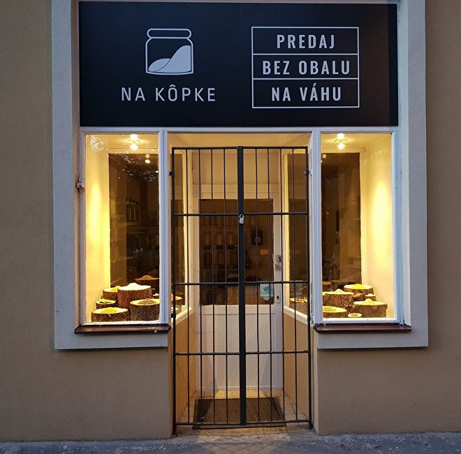 Obchod Alexandry Varšové v noci