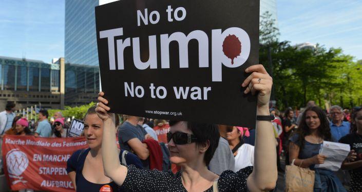 Protestní akce proti Trumpovi v Bruselu