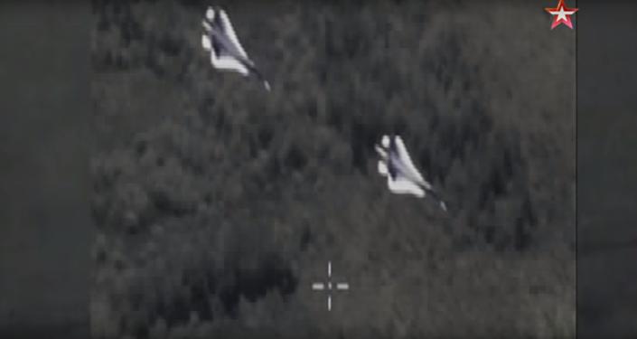 Bojovou zatáčku Su-57 natočili z bezpilotního letounu