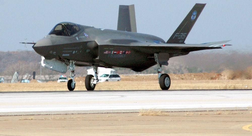 Stíhací bombardér páté generace F-35