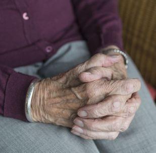 Ruce staré ženy