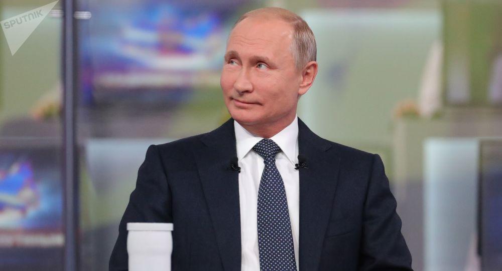 Prezident Ruska Vladimir Putin během Přímé linky komunikace s národem