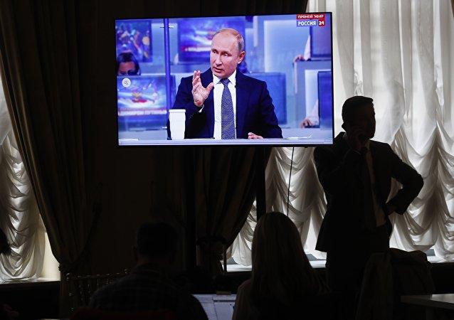 Novináři sledují Putinův projev