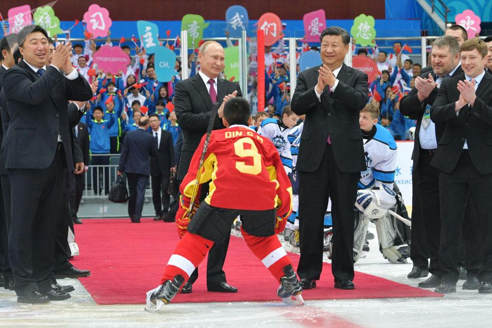 Zářivé momenty z návštěvy prezidenta RF Vladimira Putina v Číně
