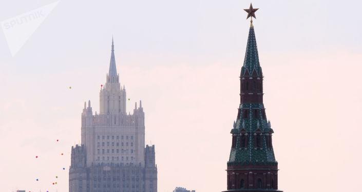 Budova Ministerstva zahraničí RF a Kreml
