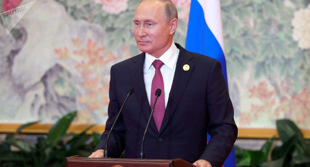 Ruský prezident Vladimir Putin na tiskové konferenci na závěr summitu ŠOS v Čching-tao
