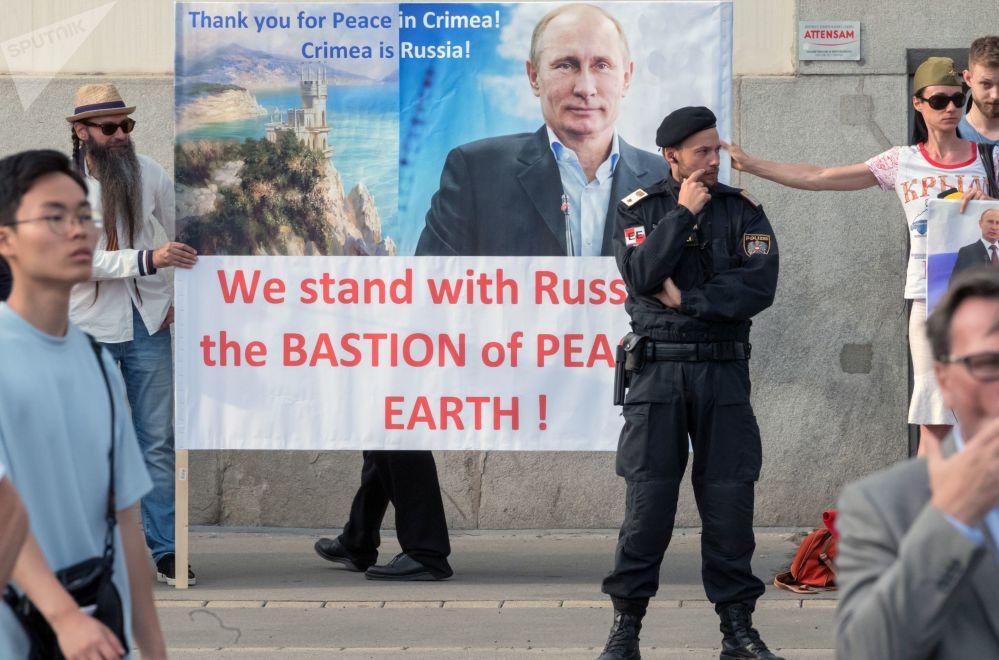 Tento týden v obrázcích: Start Sojuzu, pochod zdravotních sester a žert Dalajlámy