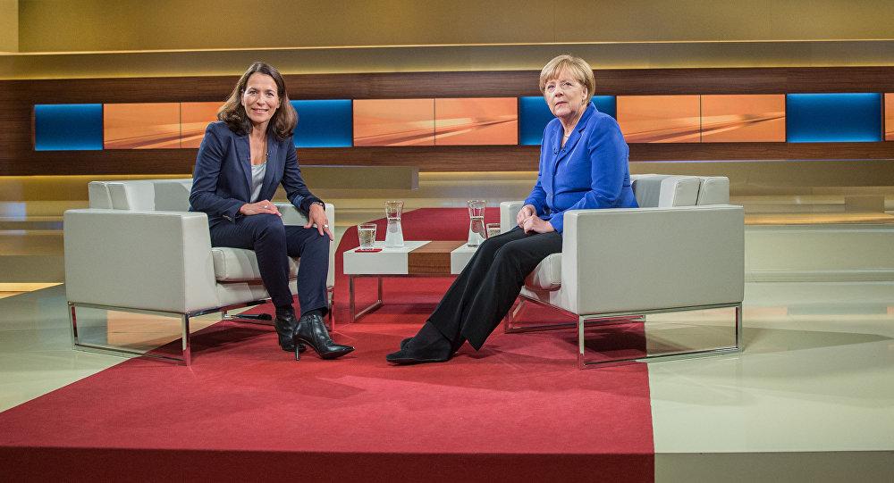 Kancléřka Angela Merkelová a moderátorka Anne Will