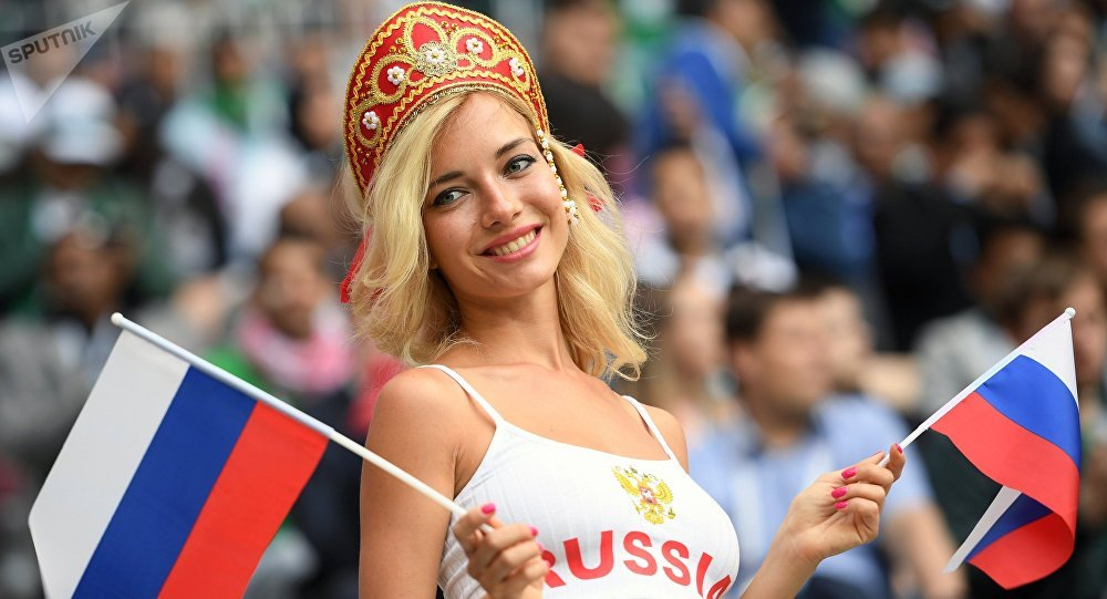 Ruská fanynka během utkání mezi Ruskem a Saúdskou Arábií