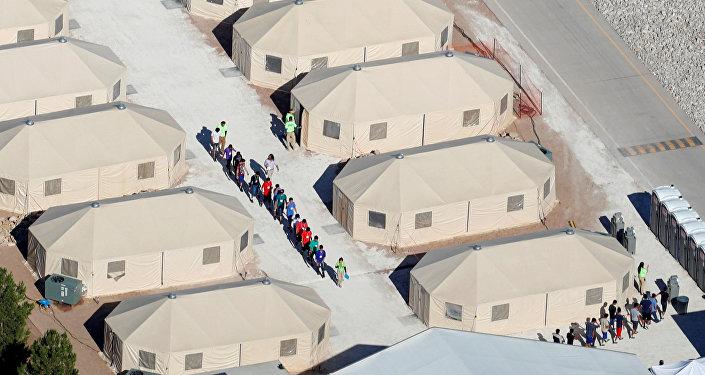 Děti migrantů oddělené od svých rodičů