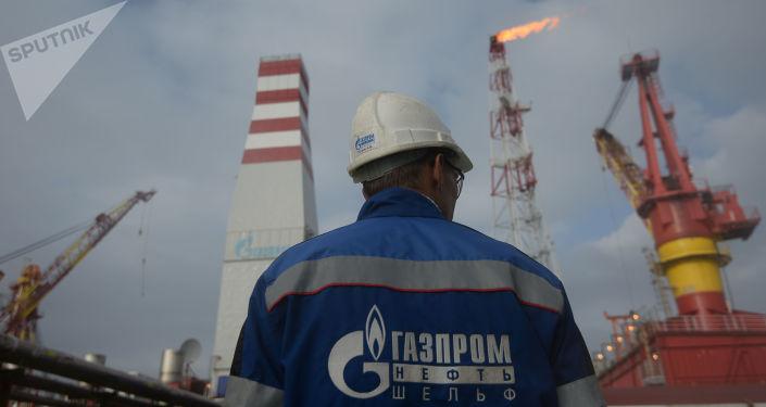 Platforma na těžbu plynu Prirazlomnaja v Pečorském moři