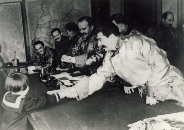 Josif Stalin a Gelja Markizova