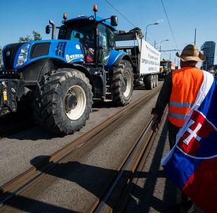 Slovenští farmáři s traktory v centru Bratislavy