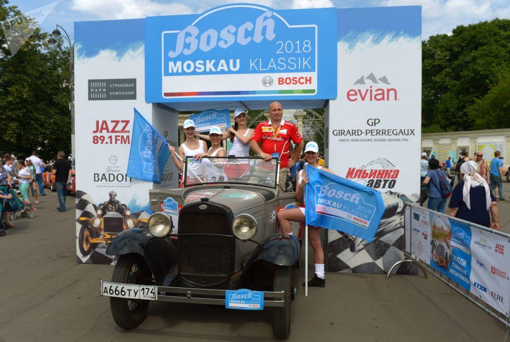 GAZ A před zahájením rally veteránů Bosch Moskau Klassik v Moskvě.