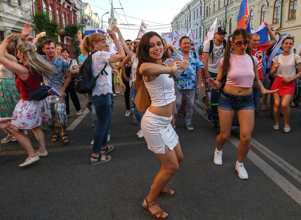 Fanynky v ulicích Moskvy po zápase MS 2018 FIFA mezi národními týmy Uruguaye a Ruska