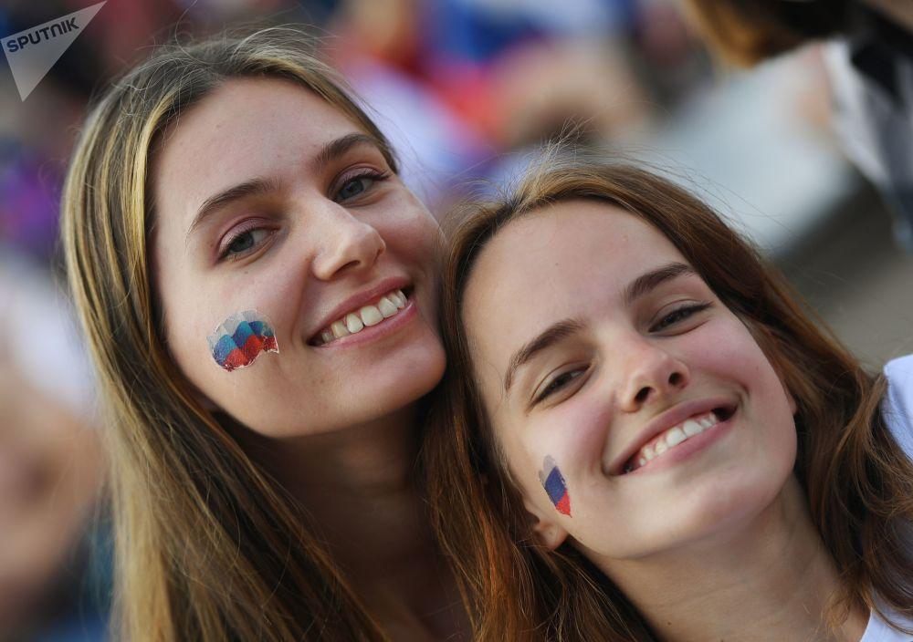 Fanynka ruského národního týmu před zápasem MS mezi týmy Uruguaye a Ruska.