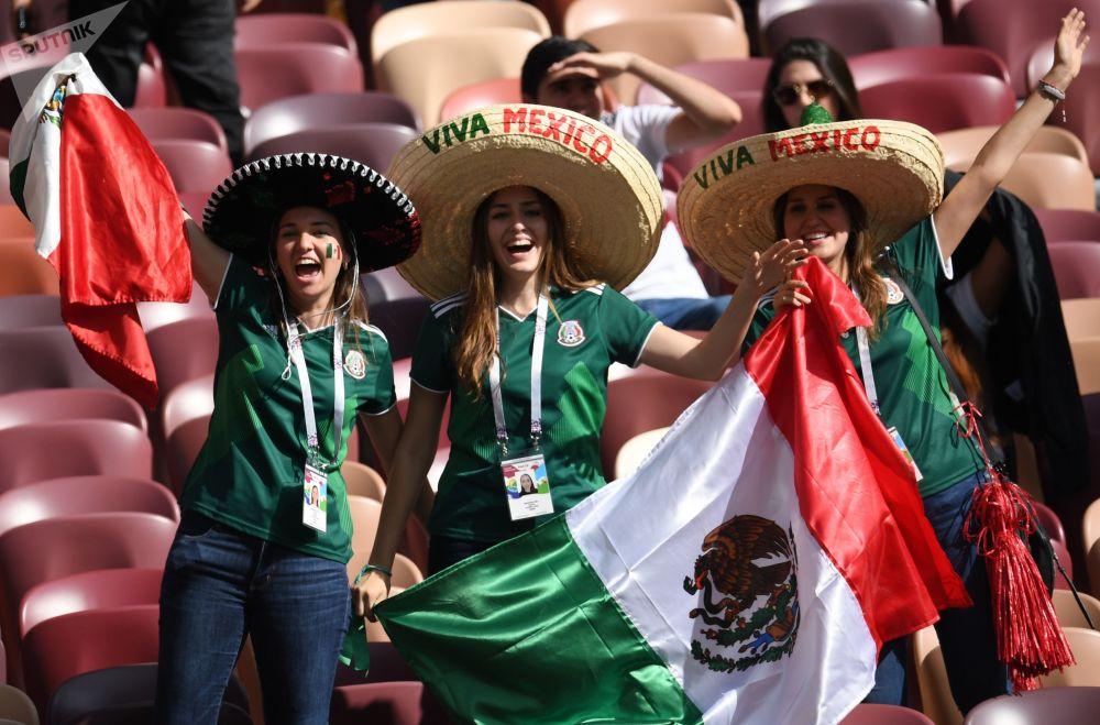 Fanoušci mexického národního týmu před začátkem zápasu skupinové etapy Světového poháru mezi Německem a Mexikem, 2018