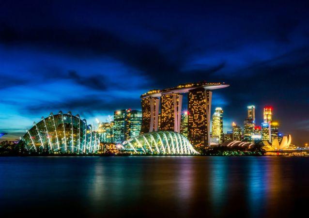 Mrakodrapy Singapuru v noci