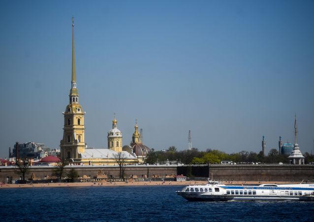 Petropavlovská pevnost v Petrohradu