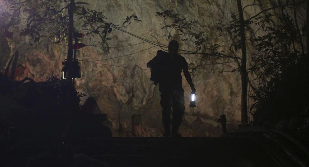 Operace na záchranu dětí z jeskyně v Thajsku