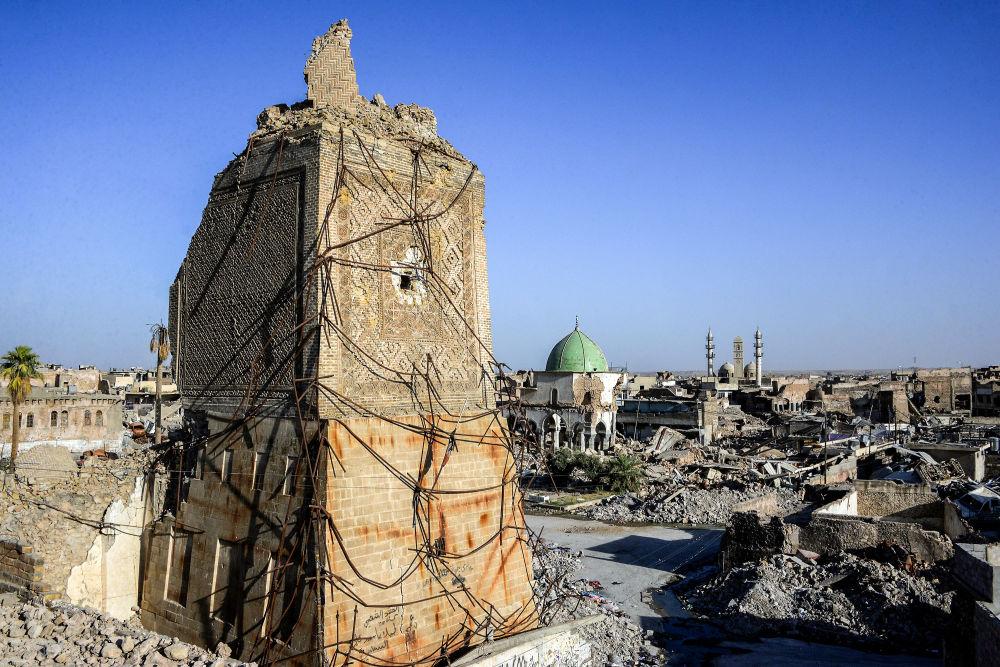 Minaret zničené mešity An-Nuri v Mosulu. Červenec 2018