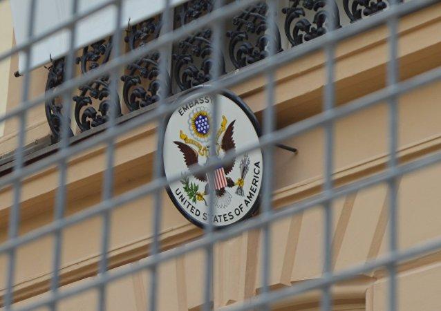 Ambasáde USA v Bratislave hrozí blamáž