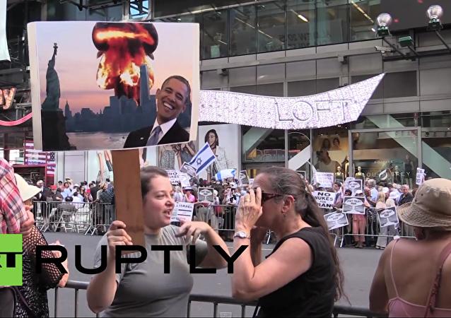Několik tisíc Američanů protestovalo v New-Yorku proti dohodě s Íránem
