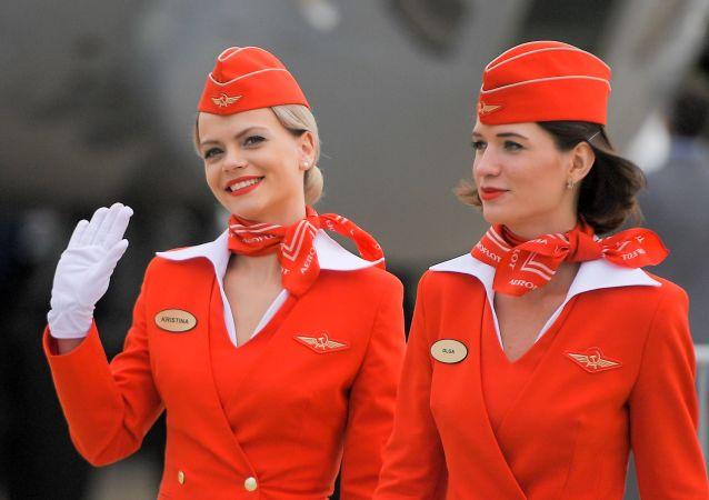 Letušky ruských aerolinek Aeroflot na otevření Mezinárodního leteckého a kosmického salonu MAKS-2017 v Moskovské oblasti.