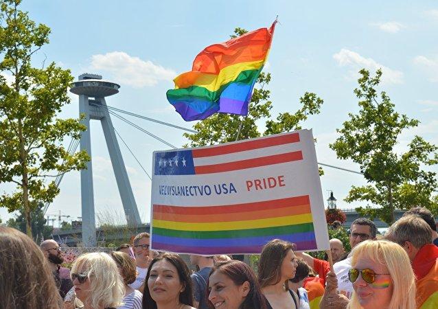 Bratislava zažila pochody za rodinu i za práva LGBT