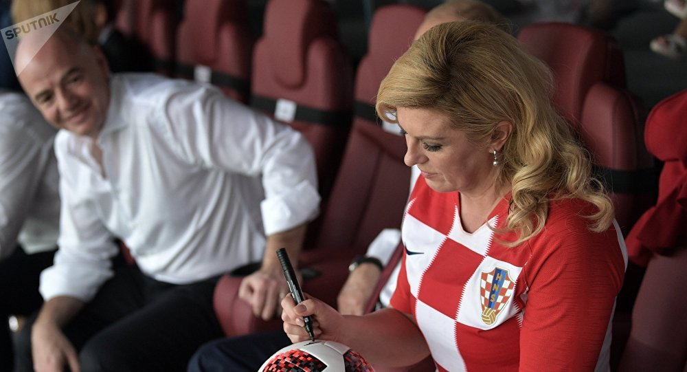 Chorvatská prezidentka Kolinda Grabarová Kitarovićová a prezident FIFA Gianni Infantino