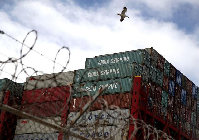 Kontejnery z Hongkongu v americkém Oaklandu