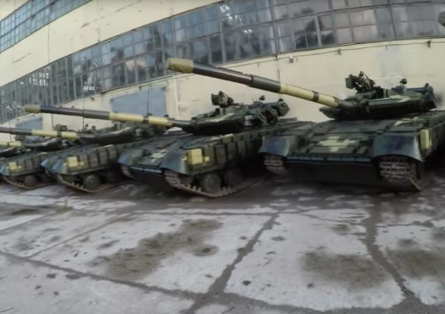 Opuštěná vojenská základna s tanky