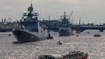 Ruské válečné lodě se připravují na přehlídku na Něvě