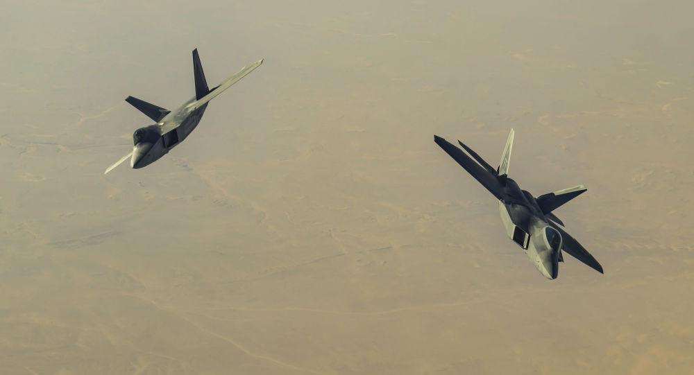 Americké stíhací letouny F-22Raptor nad Sýrií. Ilustrační foto