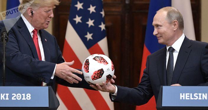 Hlava Ruska Vladimir Putin a prezident USA Donald Trump v Helsinkách