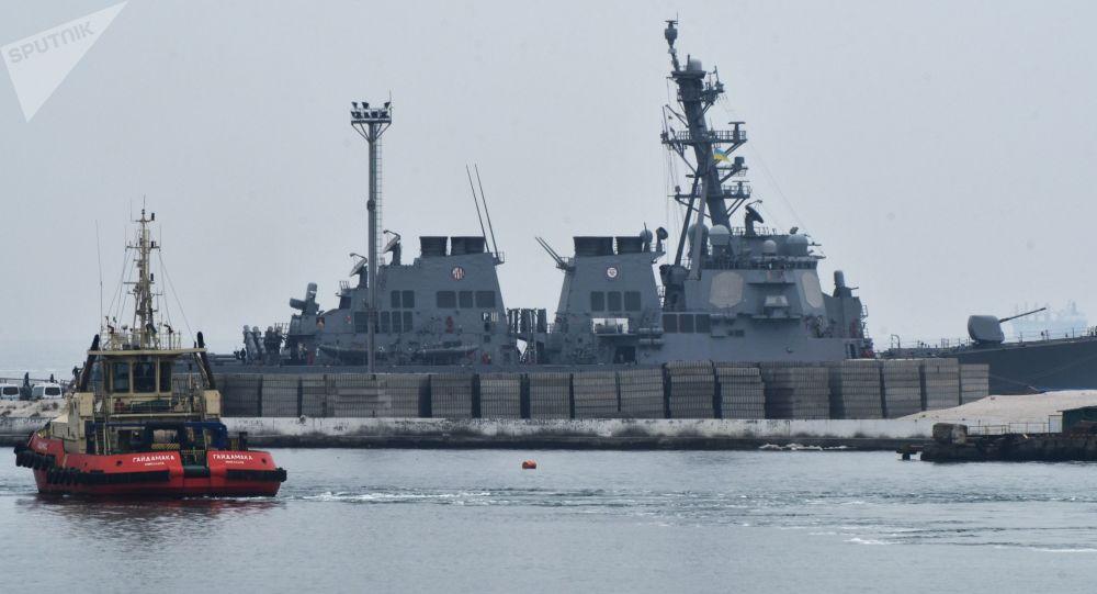 Americký torpédoborec Carney DDG64. Ilustrační foto