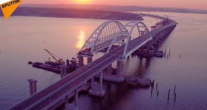 První koleje na železniční části Krymského mostu