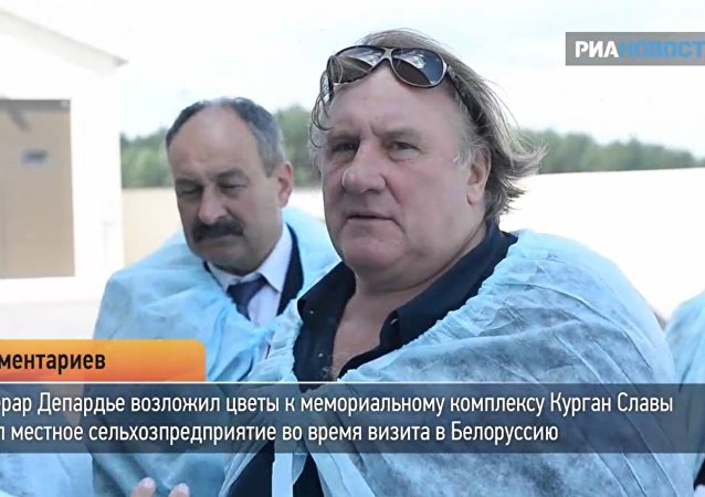 Depardieu se zeptal běloruské farmáře, jak pasou krávy