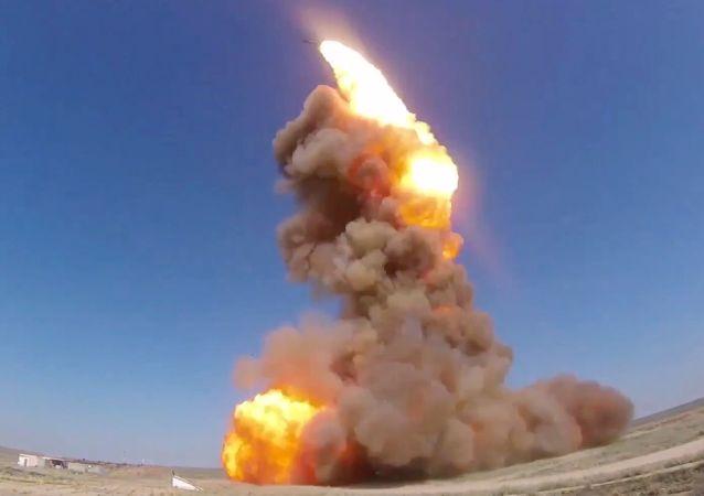 Odpálení nové ruské protirakety z polygonu Sary-Šagan v Kazachstánu