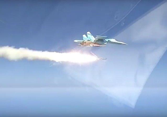 Byl natočen start nadzvukové rakety z bombardéru Su-34