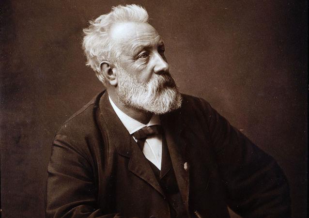 Francouzský spisovatel Jules Vernes