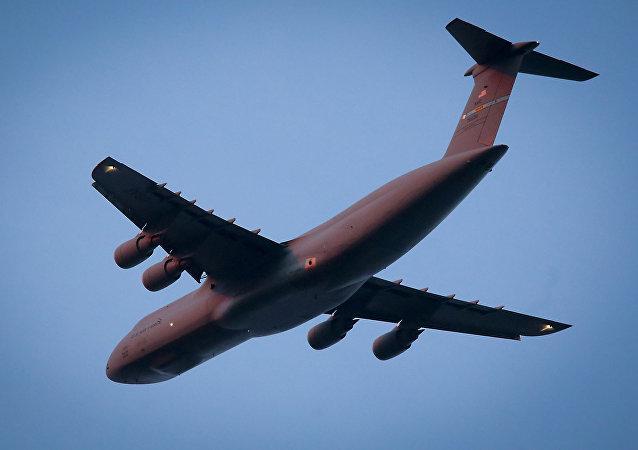 Vojenský dopravní letoun USA C-5 Galaxy