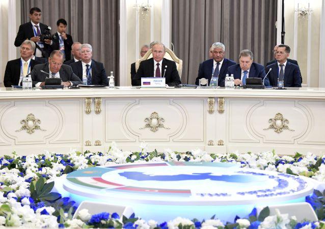 Ruský prezident Vladimir Putin během Kaspického summitu v kazašském městě Aktau.