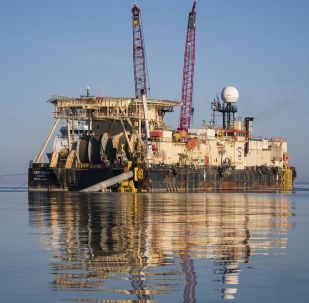 Loď Castoro 10 se připravuje ke svařování potrubí Severního proudu 2